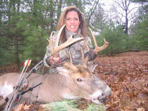 Lady Bowhunter Talks about Smootchies