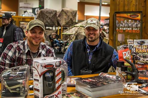 Hosie and Randy promoting sponsor Wildlife Innovations.
