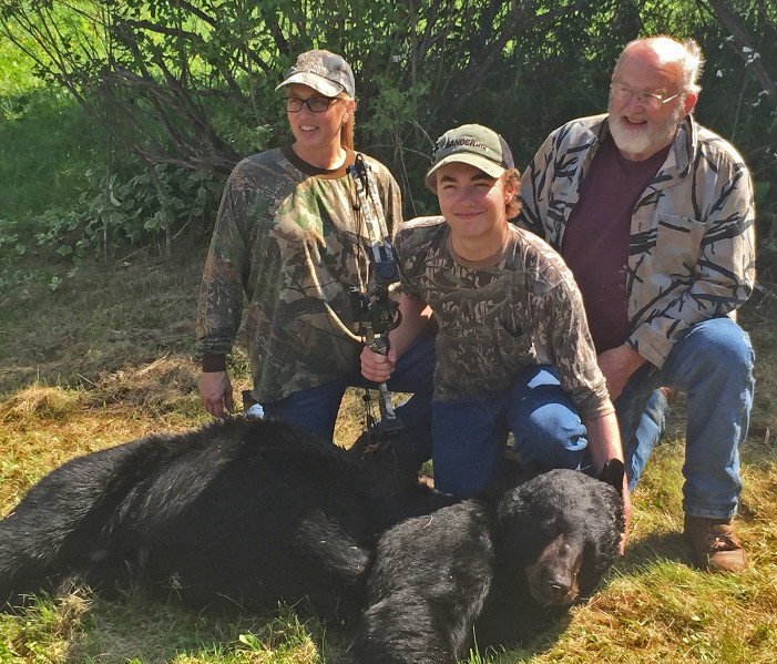 Last Bearhunt: McNeff Group, Mother-And-Son On Opening Day