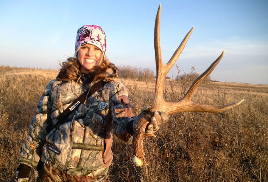 Nicole Reeve of Driven TV with a gigantic Saskatchewan mule deer shed.