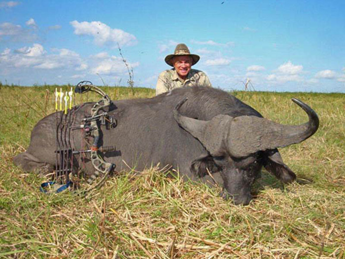 Pete Cintorino Hunts A Cape Buffalo