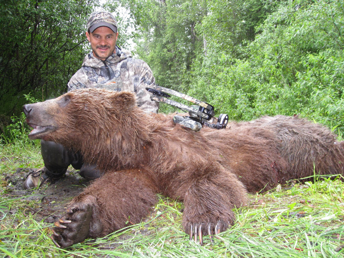 Hunting Brown Bears at 20 yards of Less with Tony Mudd
