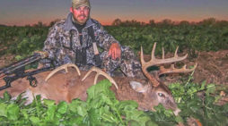 VIDEO: Rutting Illinois Buck And Doe Together 2016