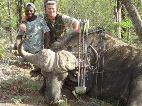 Africa: Bowhunting Cape Buffalo